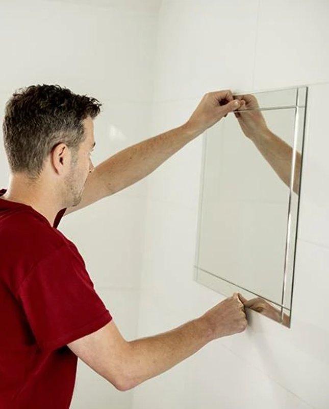 Spiegel anbringen aufhängen Tipps Anleitung